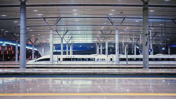 攝圖網_500746670_等待出發的高鐵(企業商用).jpg