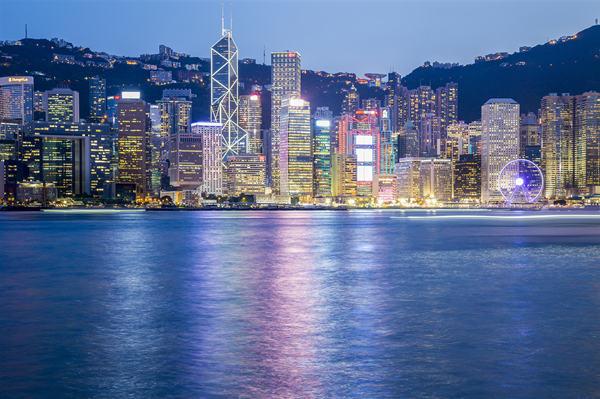 摄图网_500082829_夜幕下的香港(企业商用).jpg