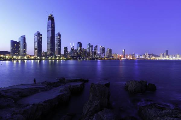 摄图网_501612957_青岛城市夜景(企业商用).jpg