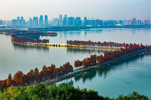 摄图网_500913329_banner_武汉东湖风景区绿道(企业商用).jpg